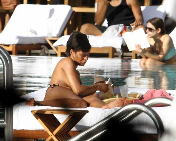 Samuel Eto'o's Wife Goes Topless In a Public Pool